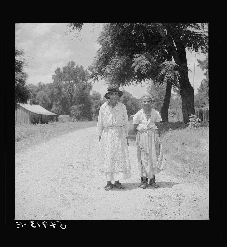 MS Orig Women walking 1940 wolcott.jpg