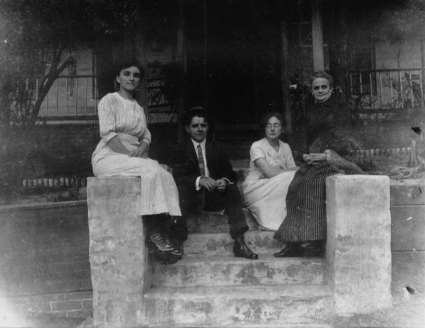 ms orig rodney theresa chess maggie alston family at home.jpg